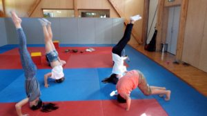 Yoga Enfant Equilibre Tete