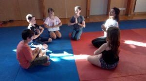 Yoga parent enfant cercle priere Aix